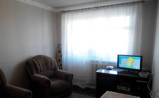 Просторная, уютная, светлая квартира. Косметический ремонт, полностью меблированная (диван, 2 кресла, шкаф-купе, прихожая, кухо ...