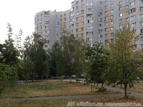 Фото - Продам квартиру Киев, Верховинца Василия ул.