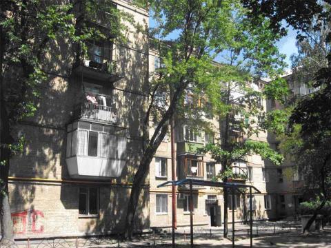 Фото - Продам квартиру Киев, Искровская ул.