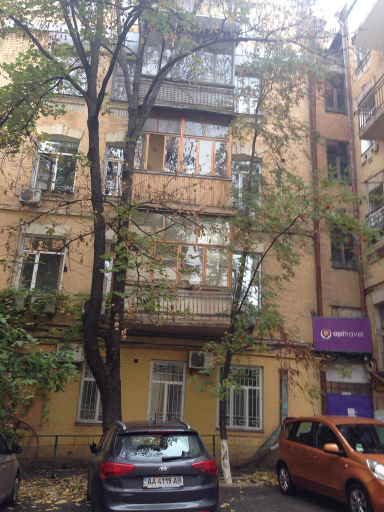 Фото - Продам квартиру Киев, Бассейная ул.