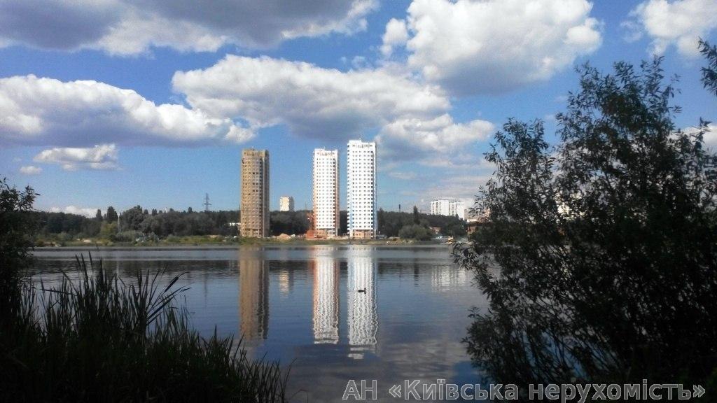 Фото - Продам квартиру Киев, Антонова-Овсеенко ул.