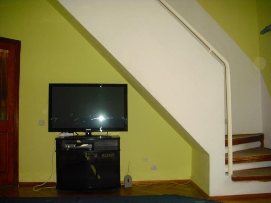 Сдается 2 этажная квартира, 4 комнаты, 3 сан узла, газ колонка, высокие потолки, стены кирпичные, мебель, стиральная машина, пос ...