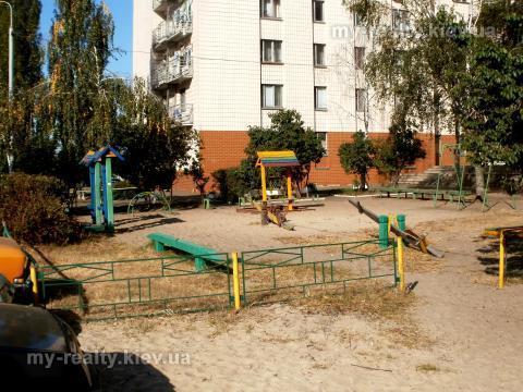 Фото 2 - Продам квартиру Киев, Северная ул.