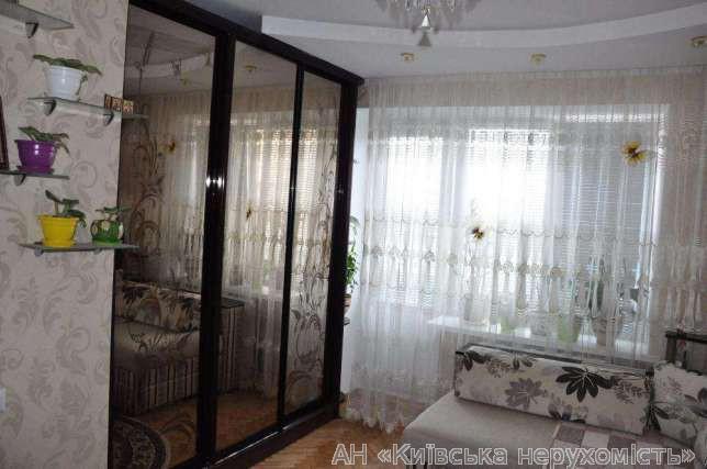 Фото - Продам квартиру Киев, Новопироговская ул.