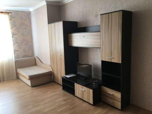 Сдается 1 комнатная квартира с новым евроремонтом,с мебелью, кухней и встроенной техникой. Видовая во двор. Закрытая, охраняемая ...