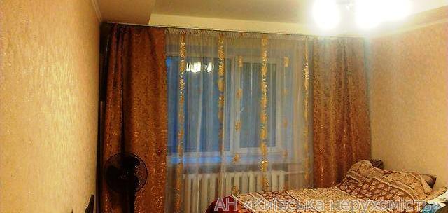 Фото - Продам квартиру Киев, Пражская ул.