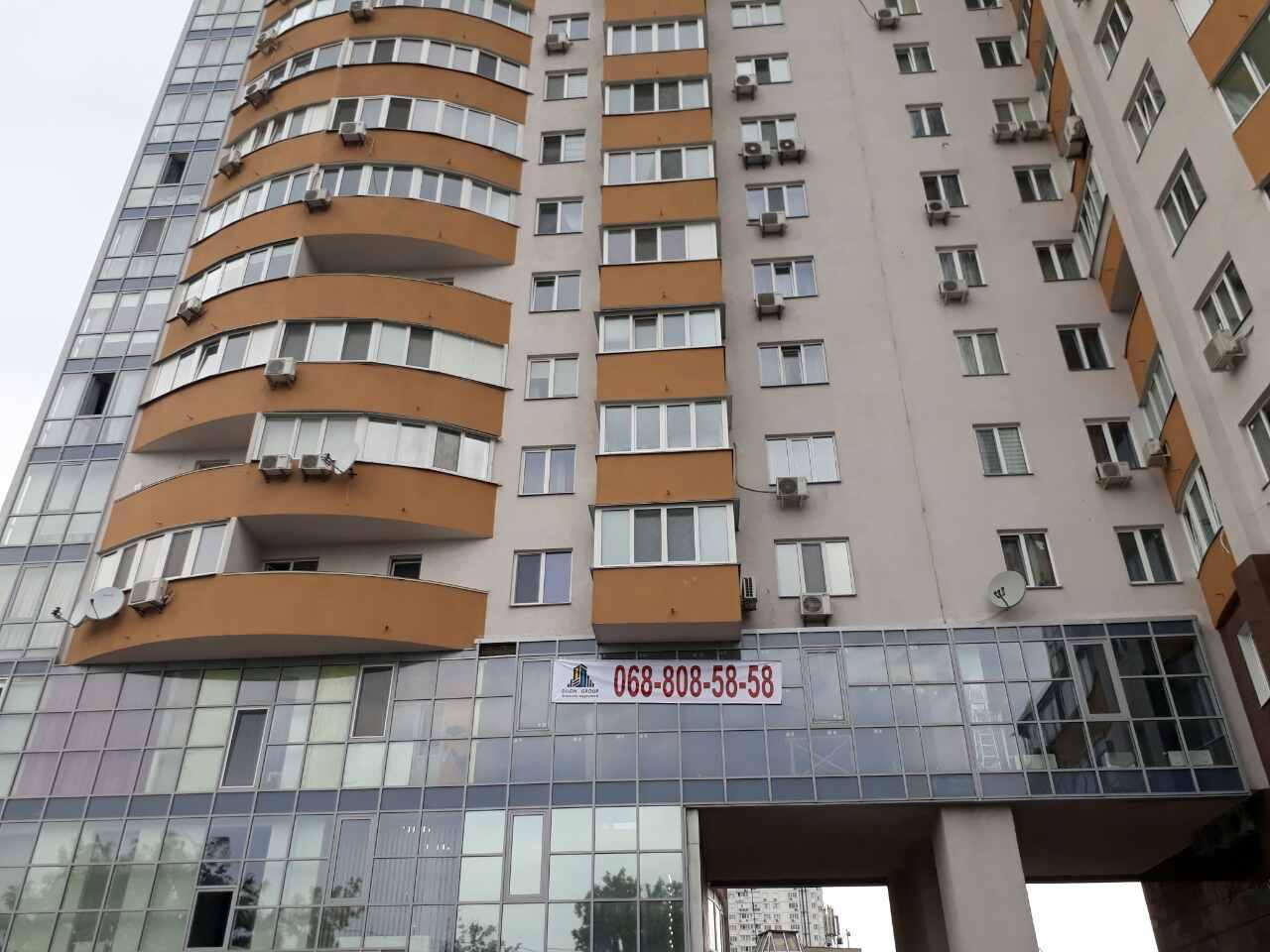Продам офис в многоквартирном доме Киев, Шумского Юрия ул.