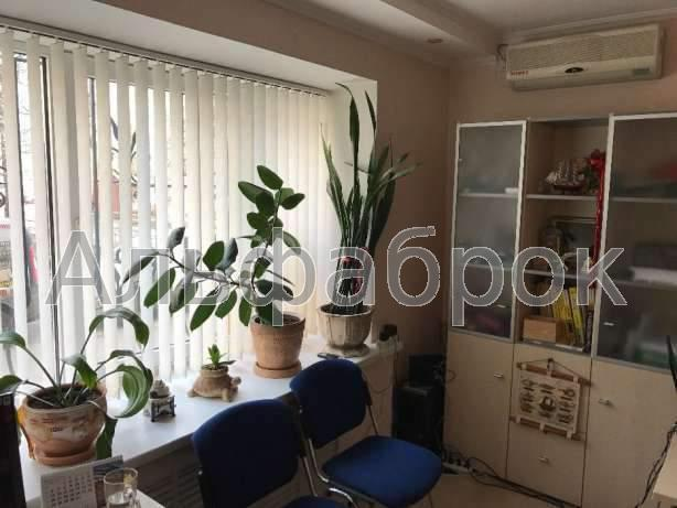Продам офис в многоквартирном доме Киев, Бастионная ул. 3