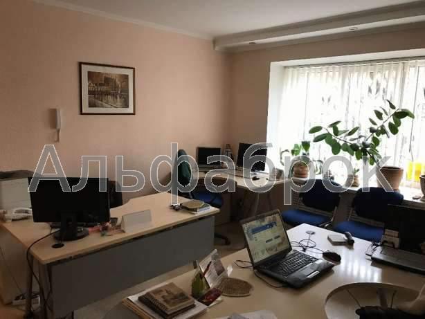 Продам офис в многоквартирном доме Киев, Бастионная ул. 2