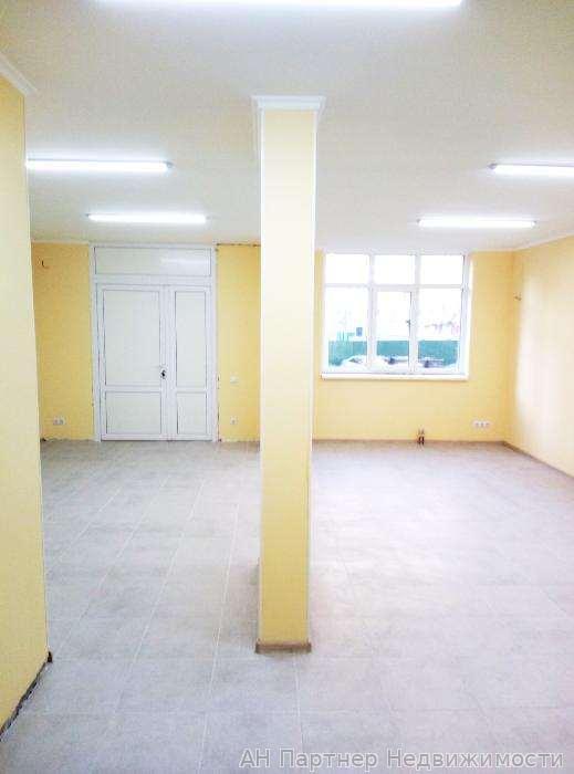 Продам торговое помещение Киев, Елены Пчилки ул. 2