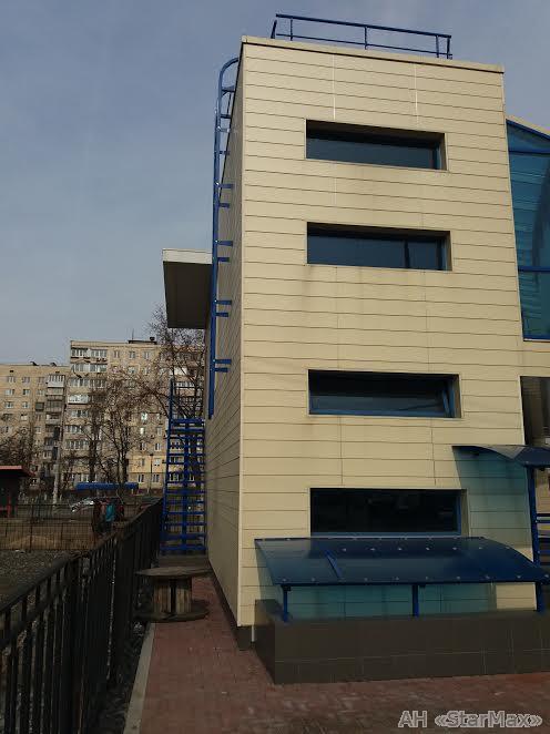 Продам торговое помещение Киев, Малиновского Маршала ул. 4