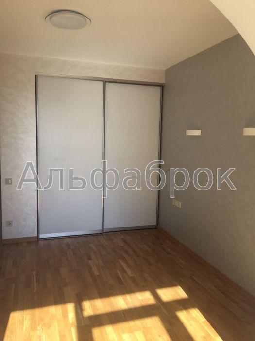 Продам квартиру Киев, Комбинатная ул. 2