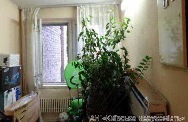 Продам квартиру Киев, Межигорская ул. 2