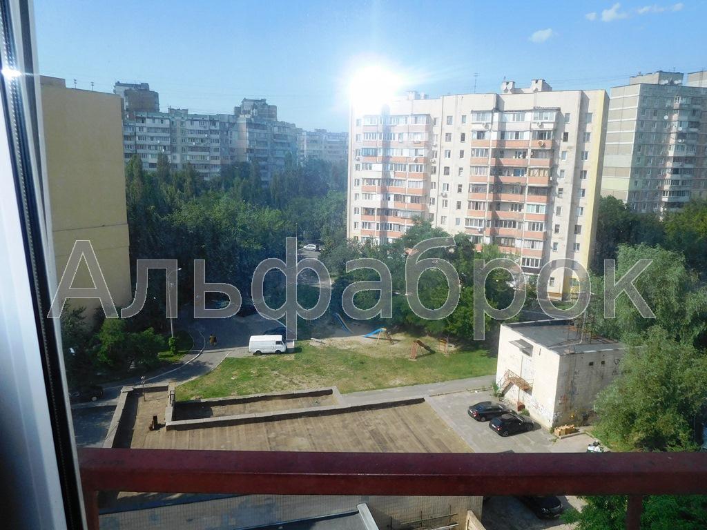 Продам квартиру Киев, Ирпенская ул. 5