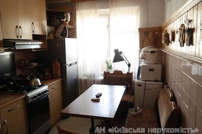 Продам квартиру Киев, Малокитаевская ул. 4