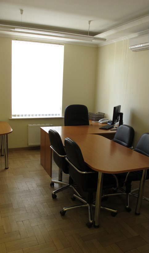 Продам офис в многоквартирном доме Киев, Щекавицкая ул. 5