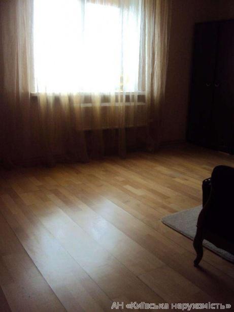 Продам квартиру Киев, Азербайджанская ул. 4