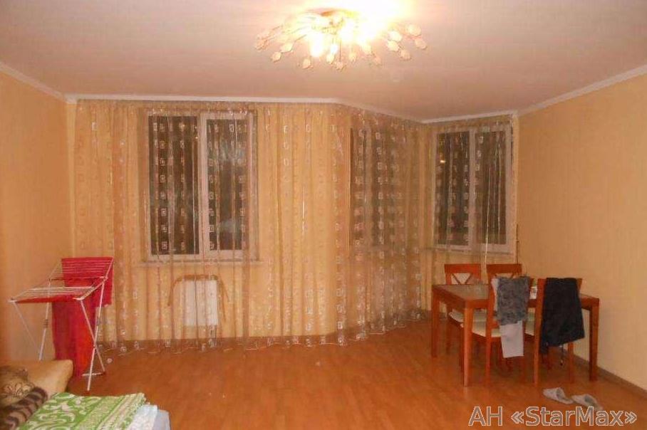 Продам квартиру Киев, Саперно-Слободская ул. 3