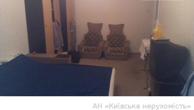 Продам квартиру Киев, Захаровская ул. 2