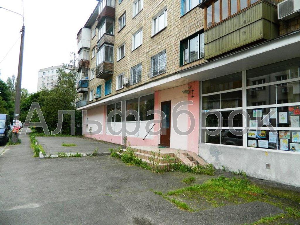 Продам торговое помещение Киев, Новгородская ул. 2