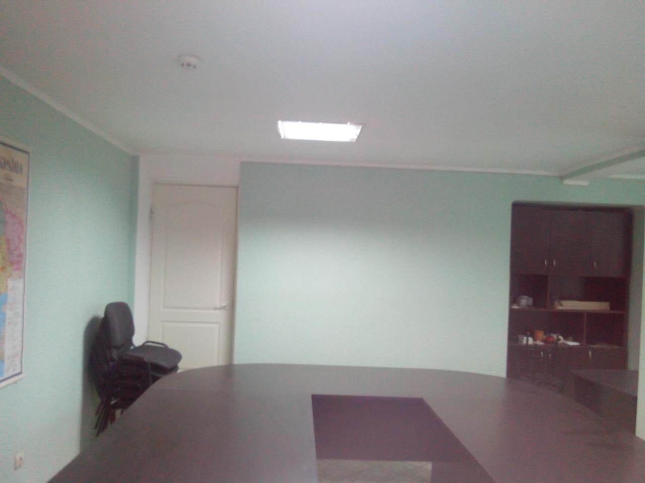 Продам офис в многоквартирном доме Киев, Гончара Олеся ул. 2