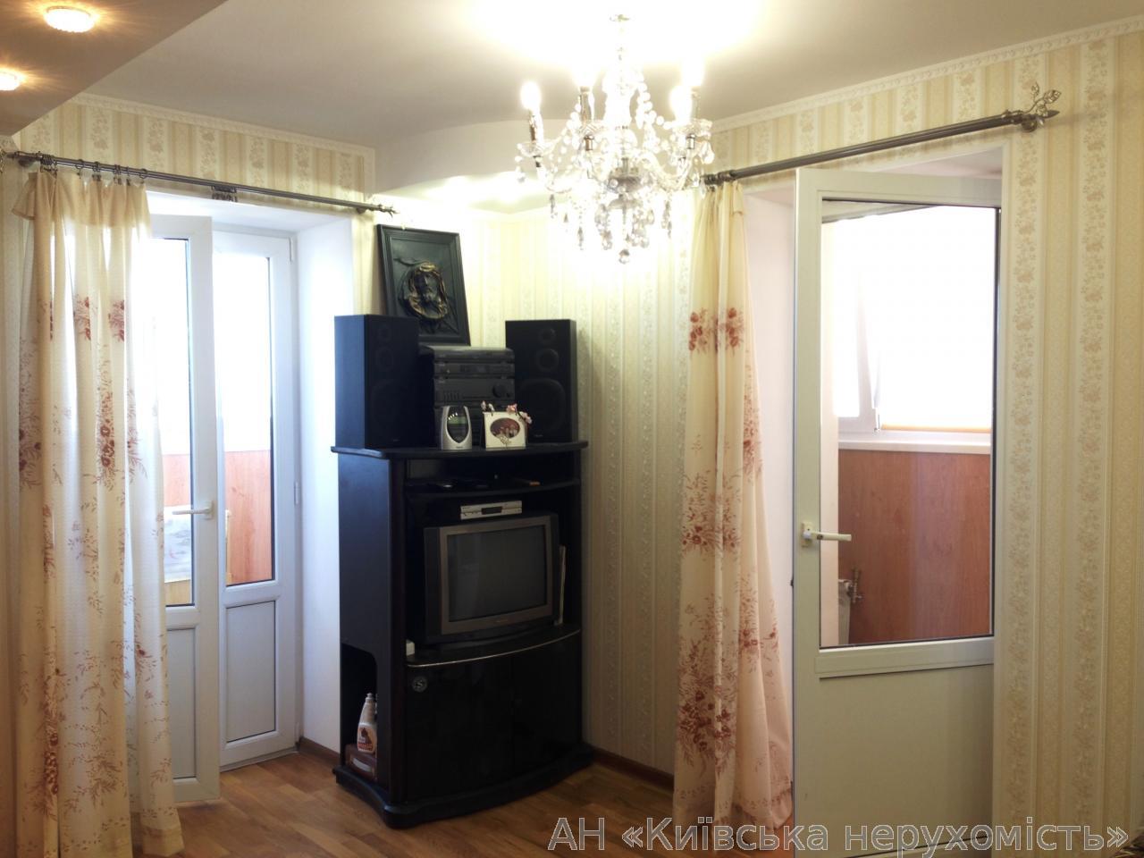 Продам квартиру Киев, Святошинская пл. 5