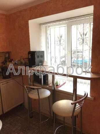 Продам офис в многоквартирном доме Киев, Бастионная ул. 5
