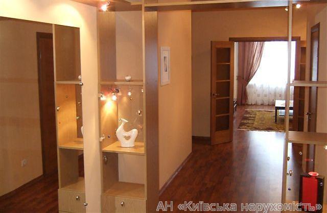 Продам квартиру Киев, Нежинская ул. 2