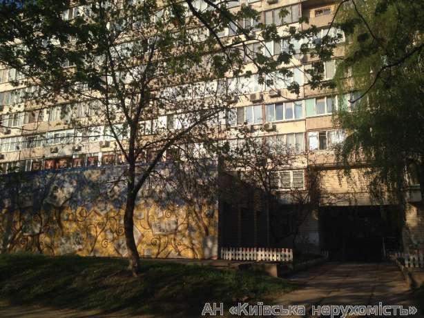 Продам квартиру Киев, Луначарского ул. 3
