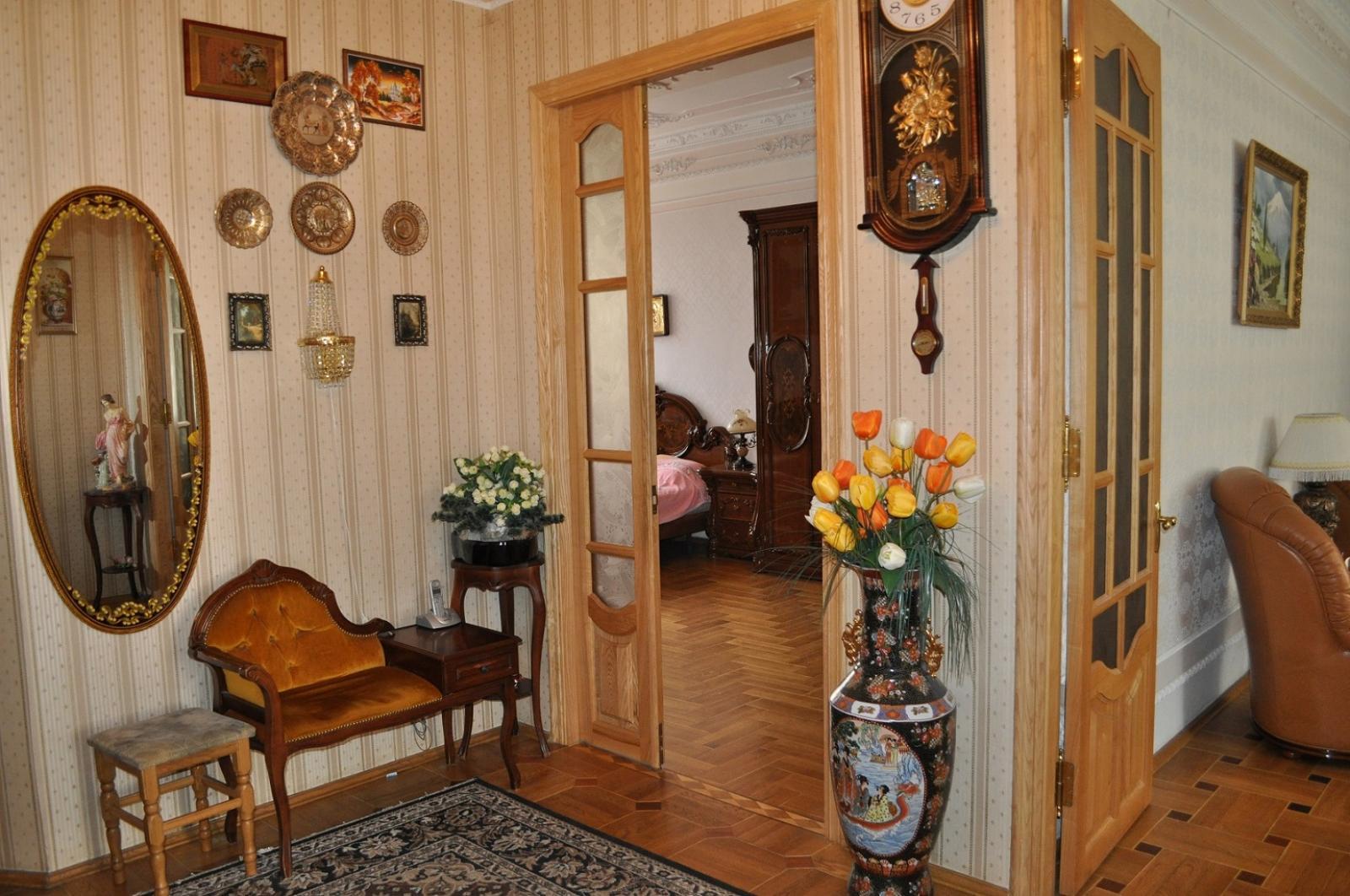 Продам квартиру Киев, Грушевского Михаила ул. 4