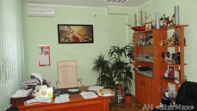 Продам торговое помещение Киев, Демеевская ул. 3