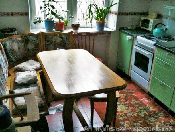 Продам квартиру Киев, Кутузова ул. 3