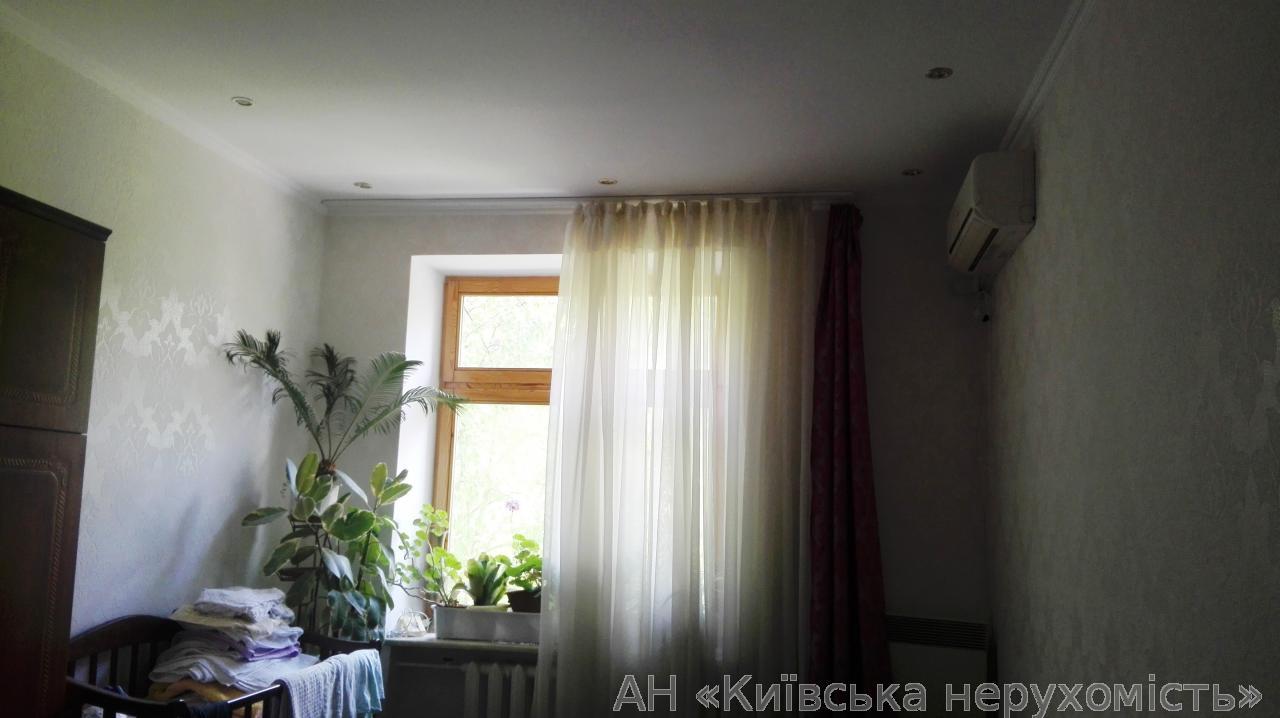 Фото - Продам квартиру Киев, Московская ул.