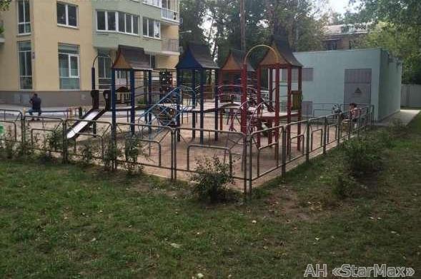 Продам квартиру Киев, Верховинная ул. 4