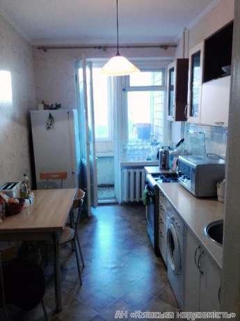 Продам квартиру Киев, Суворова ул. 4