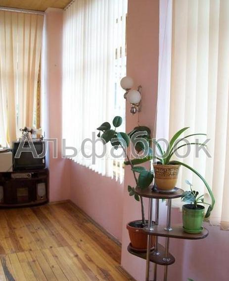 Продам офис в многоквартирном доме Киев, В'ячеслава Липинського вул.