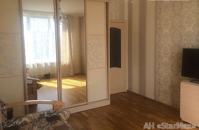 Продам квартиру Киев, Богатырская ул.