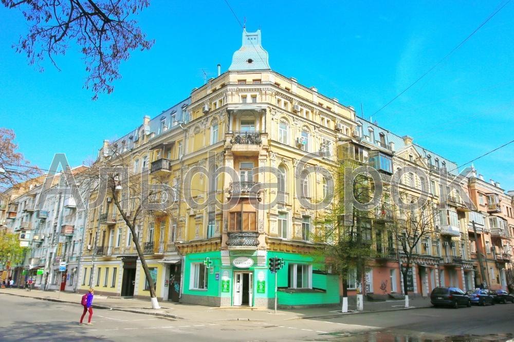 Продам торговое помещение Киев, Верхний Вал ул.