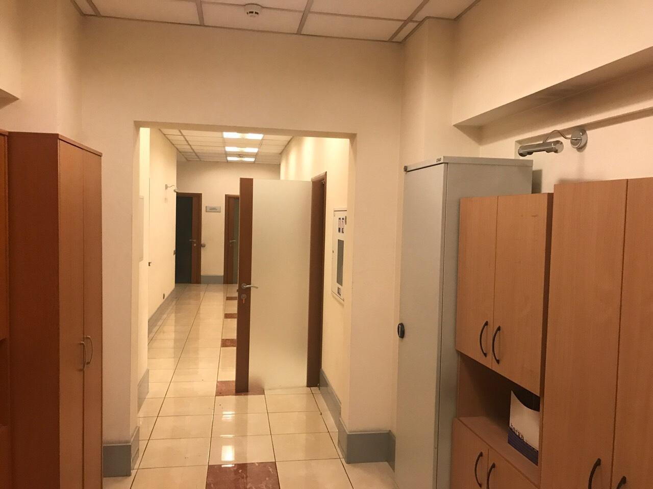 Продам офис в офисном центре Киев, Дмитриевская ул. 4
