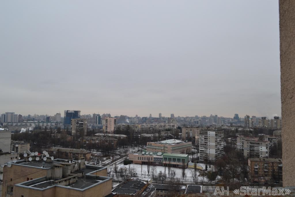 Продам квартиру Киев, Курская ул. 4