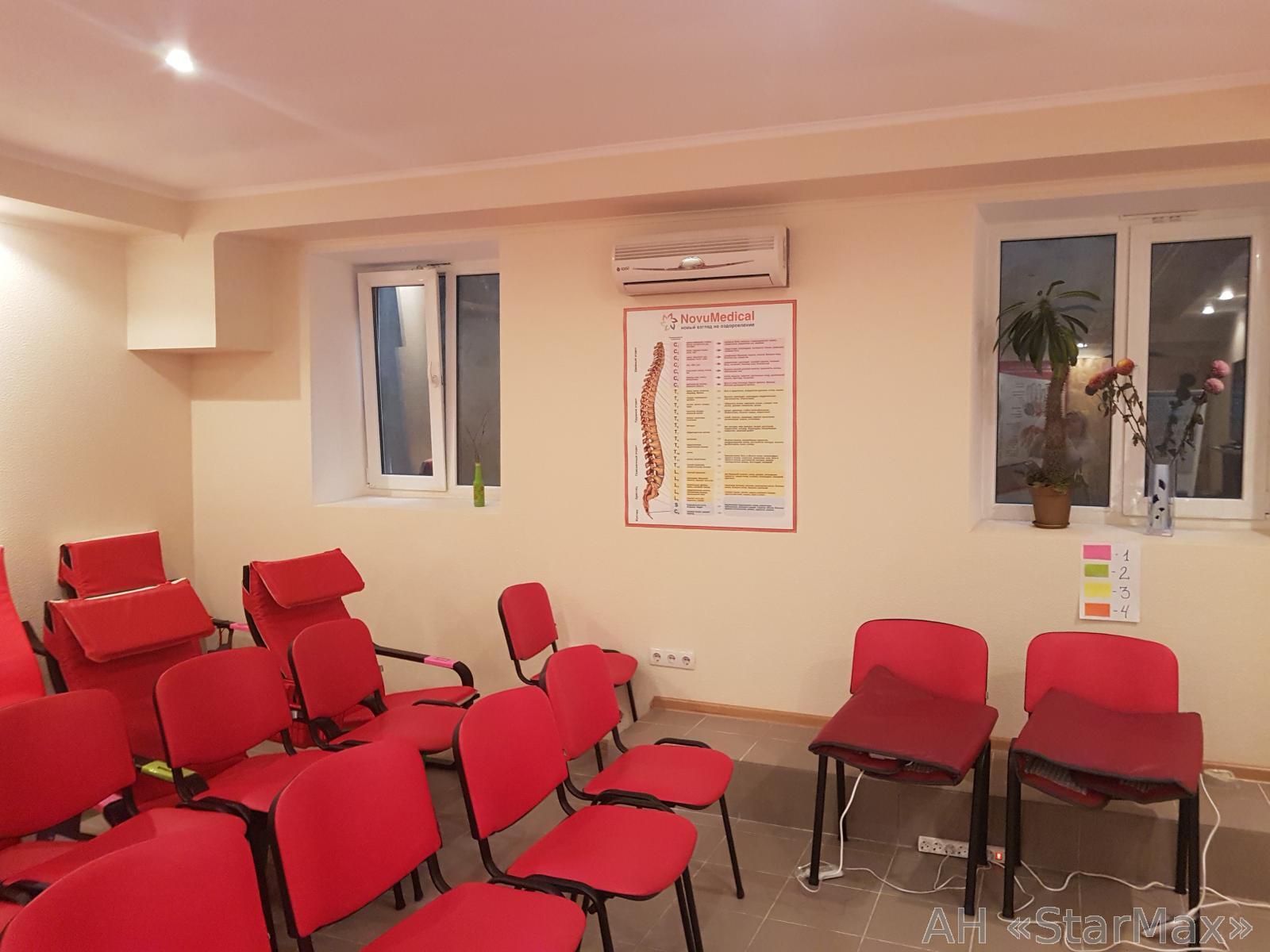 Продам офис в многоквартирном доме Киев, Дружбы Народов бул. 3