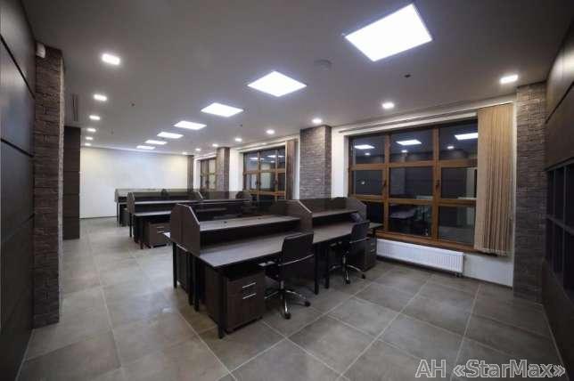 Продам офис в многоквартирном доме Киев, Хмельницкого Богдана ул. 4