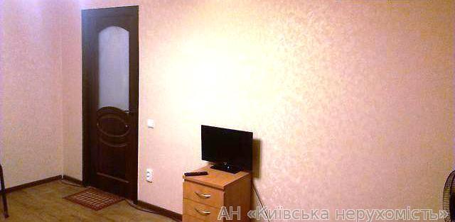Продам квартиру Киев, Пражская ул. 3