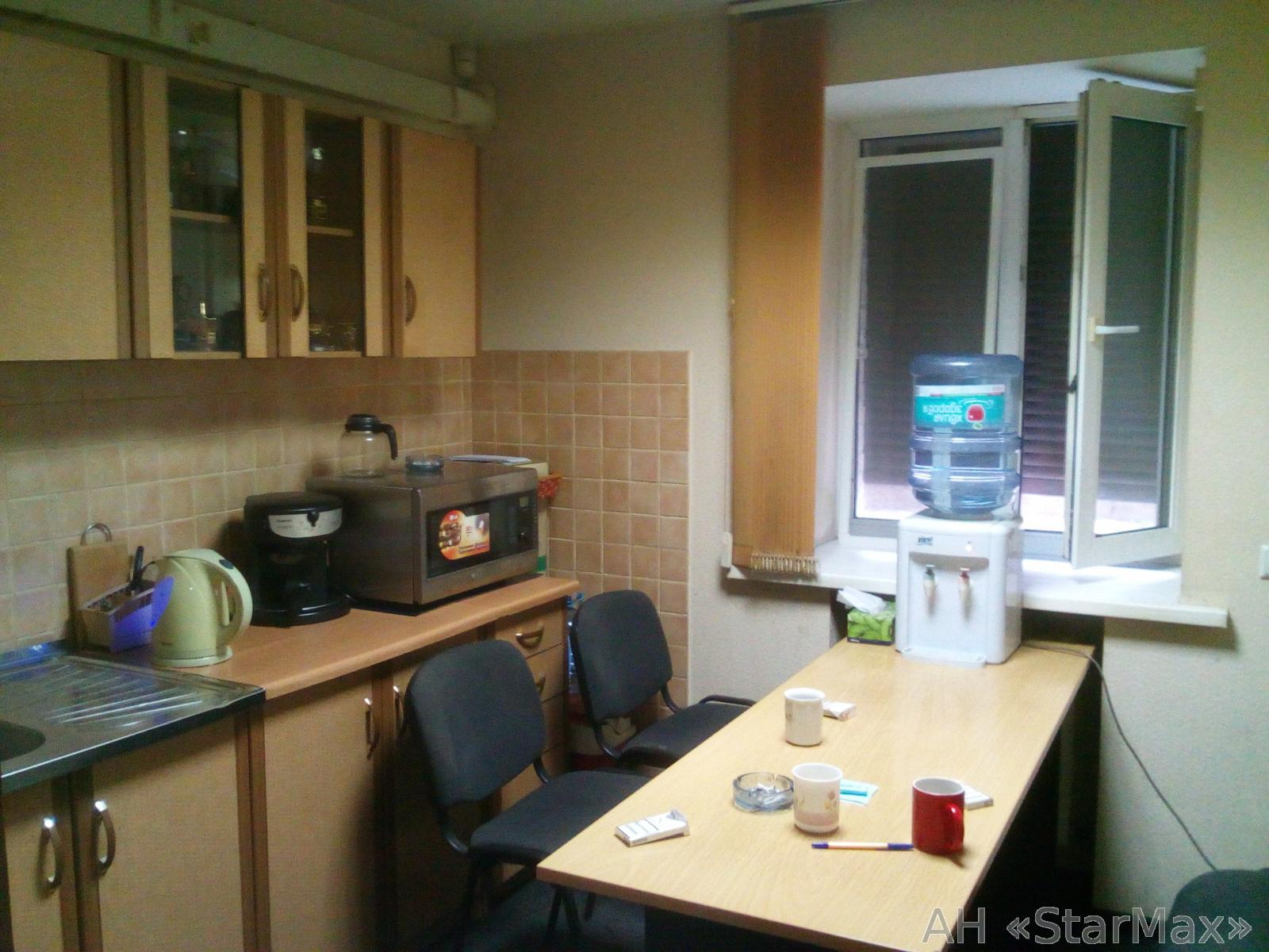 Продам офис в многоквартирном доме Киев, Житкова Бориса ул. 4