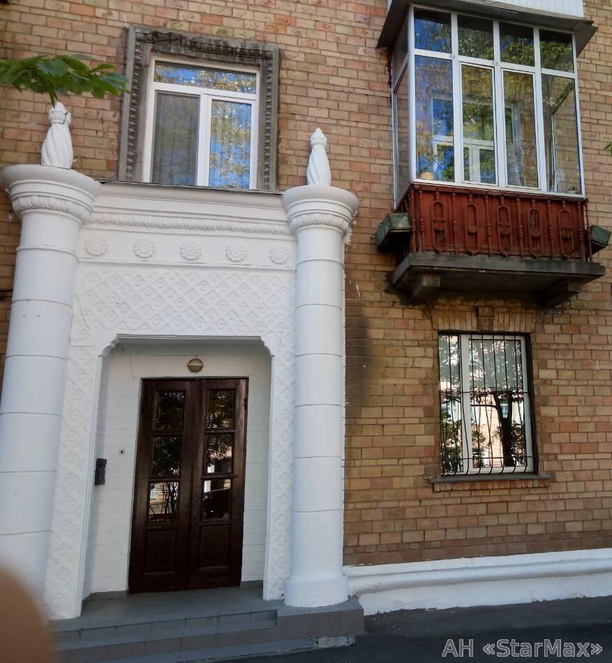 Продам офис в многоквартирном доме Киев, Бастионная ул. 4