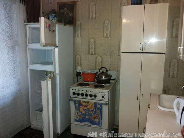 Продам квартиру Киев, Челябинская ул. 4