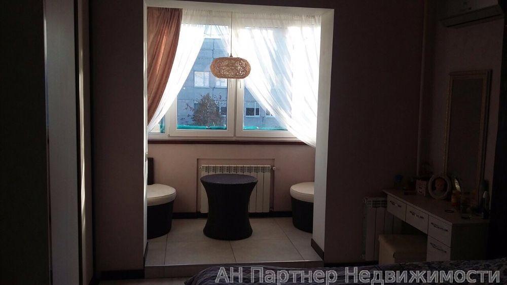 Продам квартиру Киев, Маяковского ул. 2