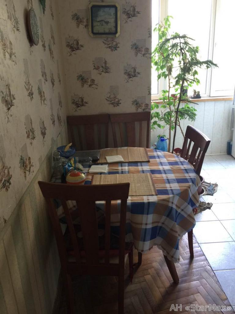 Продам квартиру Киев, Печенежская ул. 2