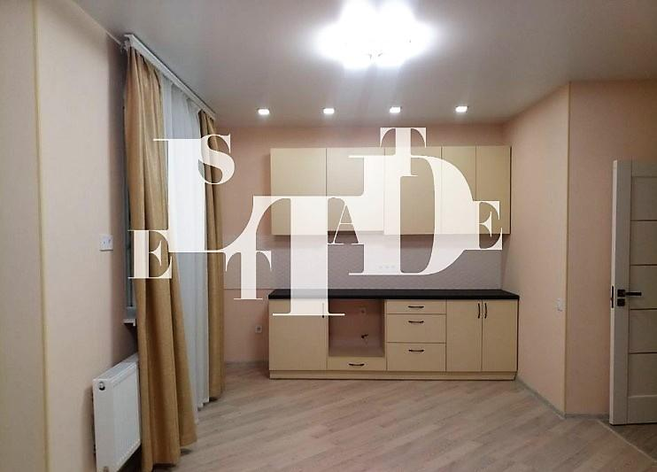 Продам 1-к. квартиру-студию с отдельной спальней в ЖК Мира 1.