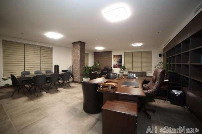 Продам офис в многоквартирном доме Киев, Хмельницкого Богдана ул. 3